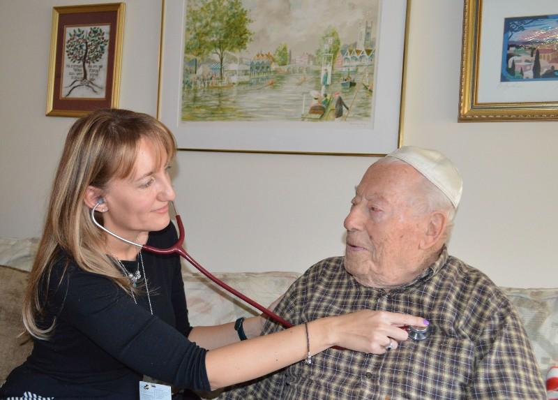 Menorah-Park-Award-Winning-Home-Health-Services-Nurse-Client-Cardiac-Care